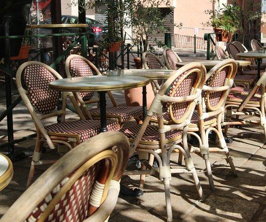 Le Cafe Des Intimes: La terrasse