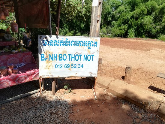 Kampong Kdei, Cambodja: 'thought not' gift stall!