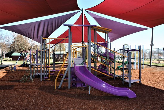 Blayney, Australia: new play equipment