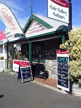 Front of shop. Gift shop on street, the cafe is directly behind
