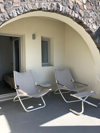 A paradise just 450m from central Oia