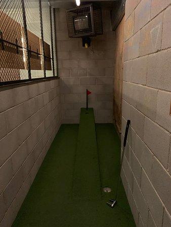 Mini golf en el baño !!! Demasiado bueno !!!