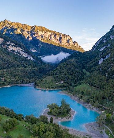 Il lago di cristallo. Lago di Tenno, trentino alto Adige.