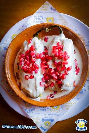 ¡Prueba los Chiles Corona! nuestra versión de los clásicos chiles en nogada. Un platillo imperdible si visitas la CDMX.