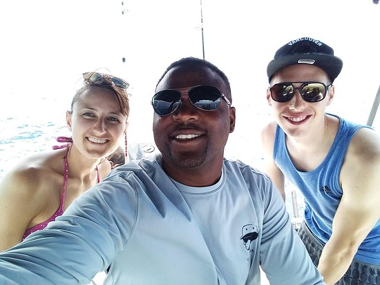 San Salvador: Snapper fishing with great friends 