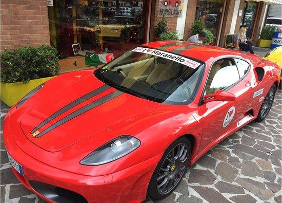 Entrée Ferrari Museum et F1 Simulator