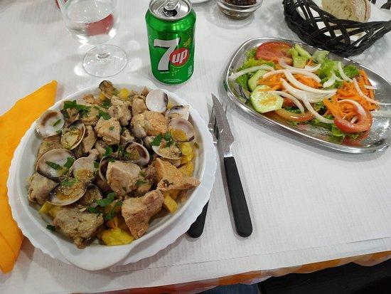 Benedita, Portugal: Carne de Porco a alentejana O Conquistador
