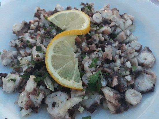 Zavalatica, โครเอเชีย: salade octopus