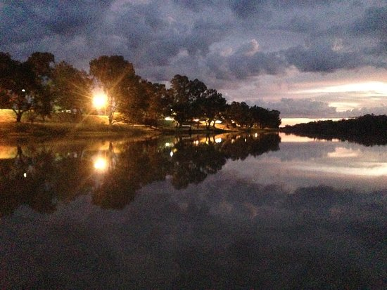St George, Austrália: Sunset Symmetry