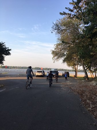 MCT Trail - Riding in Elsah IL along Great River Road