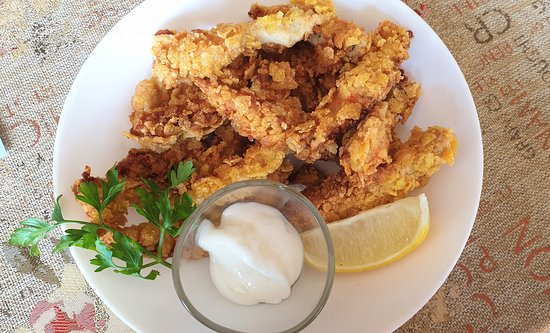 Kotel, Bulgarie : Chicken fillet in corn-flakes batter  at Chevermeto restaurant, photos by placescases.com