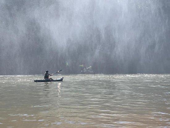 Estreito, MA: Caiaque na prainha da cachoeira São Romão.