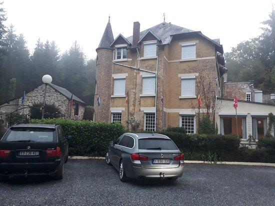 Haybes, Frankrijk: uitzicht van op de parking