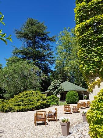 Annesse-et-Beaulieu, France: Château de Lalande Perigord parc et terrasse