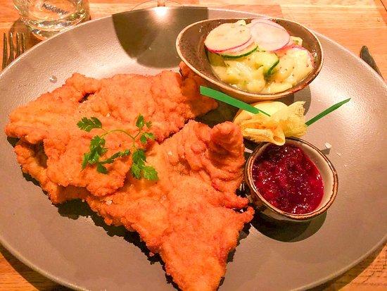 Wiener Schnitzel mit Kartoffel-Gurkensalat