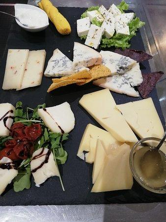 Pietramala, Italia: Degustazione di formaggi