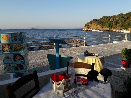 Agia Paraskevi, Yunanistan: Blick aus dem Lokal