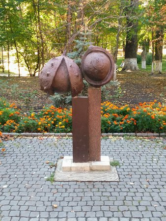 Kyiv Chestnuts Monument