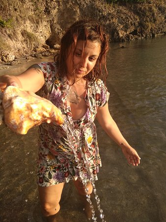 Santa Catalina Island, Colombia: Always remember to put seashells back in the ocean!