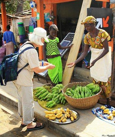 L'ile de Carabane, Senegal: Buying bananas in Carabane village