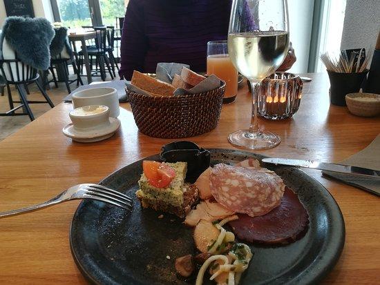 Svebølle, Danmark: Især ostebordet og lakseretten fortjener at blive fremhævet