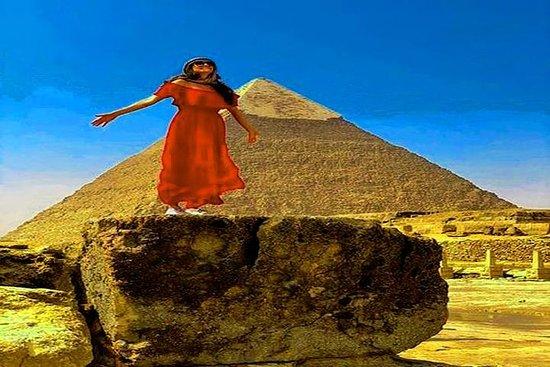 キャメルライディングプラスギザピラミッドへの日帰りツアーエジプト考古学博物館…