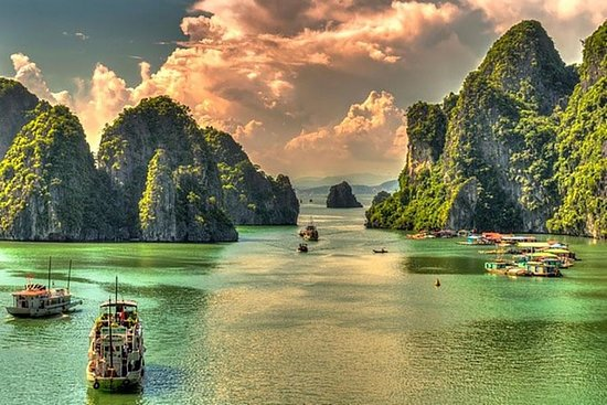 Halong Bay Full-Day Cruise with Kayaking from Hanoi