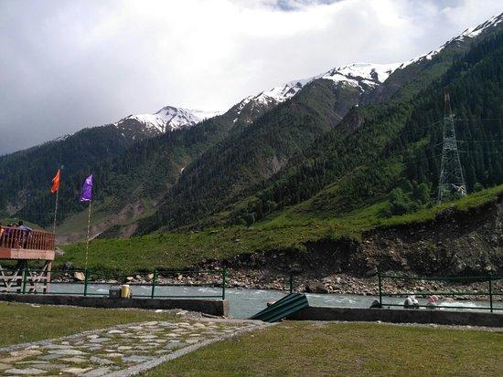 Sonamarg, India: Sind river on down Hills of thajiwas Glacier