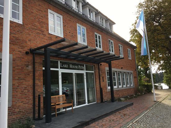 Lake House (Fegetasche) Entrance.