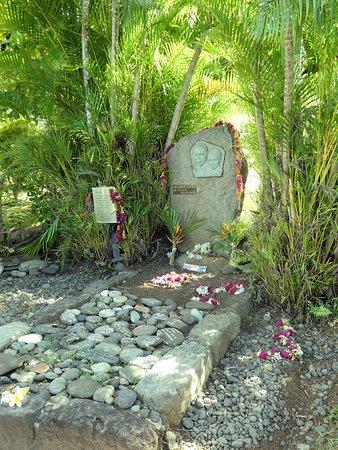 Hiva Oa, Polynesia thuộc Pháp: Grab von Jaques Brel
