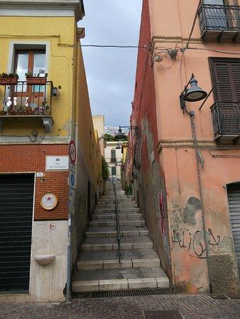 Petite ruelle perpendiculaire à la voie San Giovanni.