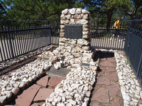 Foothills Explorer Tour From Denver: Buffalo Bill's grave on Lookout Mountain.