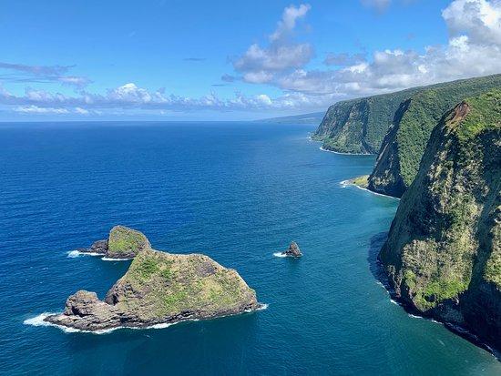 Doors-Off Hawaii Helicopter Tour of Kohala Valleys and Waterfalls: Beautiful coastline