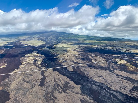 Doors-Off Hawaii Helicopter Tour of Kohala Valleys and Waterfalls: Lava flows from earlier eruptions