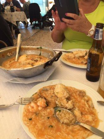 Comida de buena calidad a precios razonables  El arroz con rape y gambas bueno El pulpo bueno y un poco escaso Los postres deliciosos