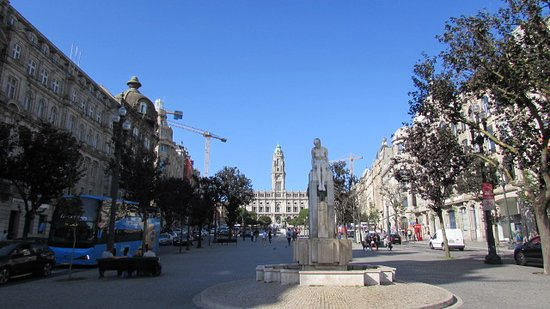Porto Hop-On Hop-Off Tour with Optional River Cruise and Wine Tasting: The main square where you big up the bus , in fact it`s the first & final stop ..