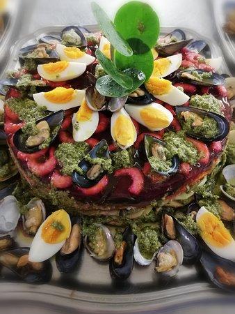 Sosta obbligatoria qui Al Castello a Pietra Ligure per gustare il piatto  proposto dallo Chef Angelo Ingrao, il Cappon Magro. È un antico piatto tradizionale ligure a base di pesce e verdure.  Buon appetito!!!