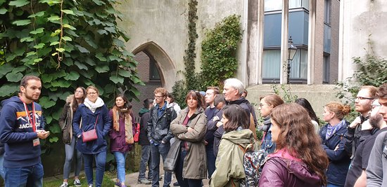 Free London Landmarks Tour - East: stop in a former church, converted in a park