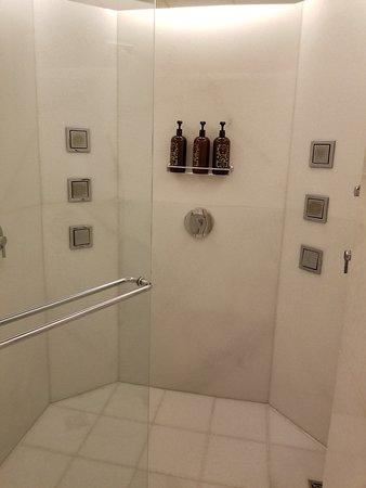 17-Jet Shower