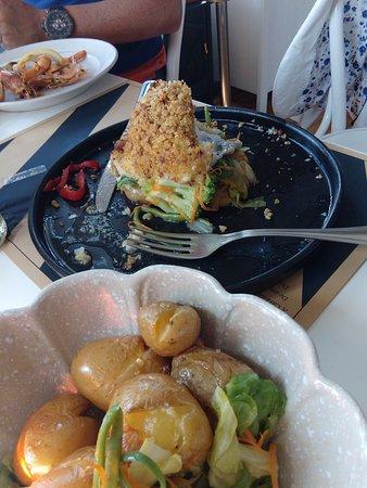 Lavra, Portugal: bacalhau fresco em cama de batata a murro e vegetais
