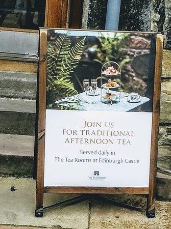 Edinburgh Castle Entrance Ticket: 城堡內下午茶的廣告