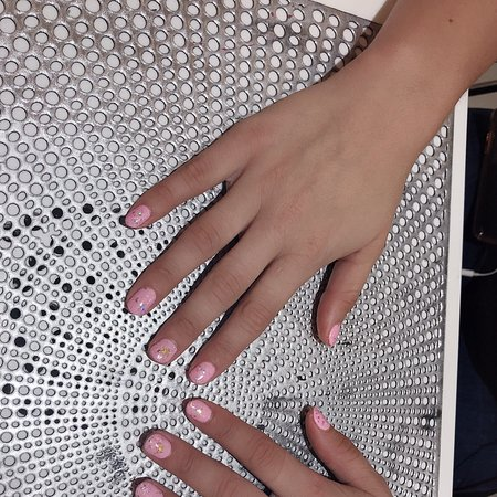 I am Helen and welcome to BlingNailSpa.