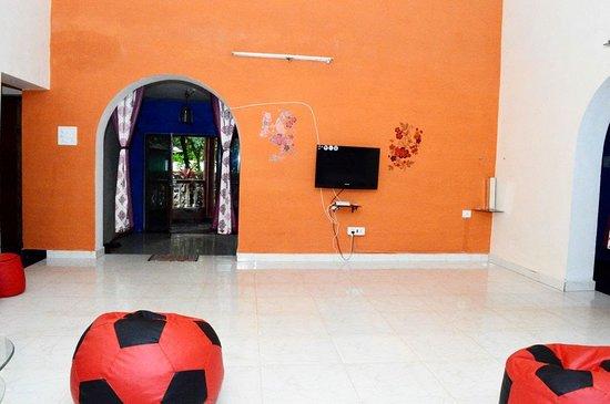 Αντζούνα, Ινδία: Spacious Living Room
