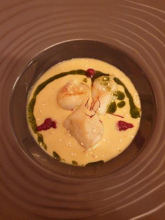 Ferrieres-en-Gatinais, Frankrike: Crème de Crustacés Saint Jacques rôties et Safran de Pers-en-Gâtinais
