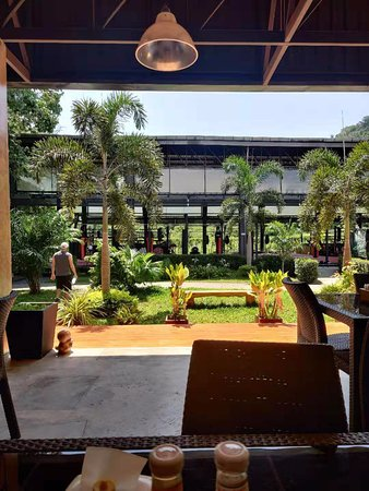 Phuket, Tailandia: View of Muay Thai facility from the Contender Cafe.