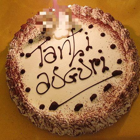 Savona, Italien: Ottima torta: sfoglia, crema e panna   TANTI AUGURI A  ...........