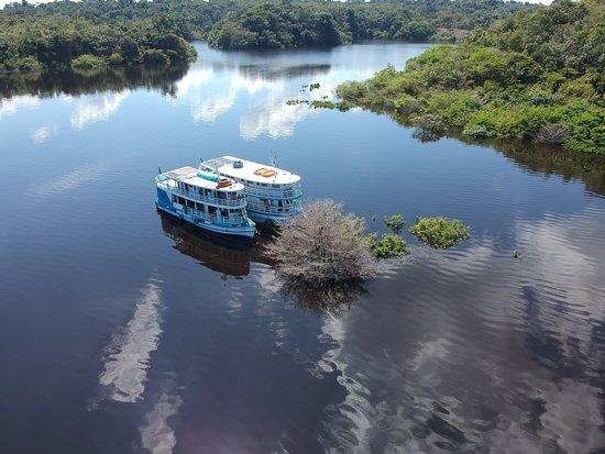 Barco Acqua amazon y Lo Peix . Lo Peix ecoturismo fluvial, cruceros y expediciones por el Amazonas