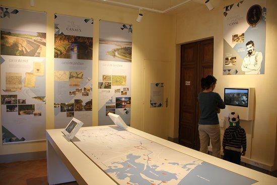 L'office de tourisme du Somail propose un exposition en accès libre. A découvrir en famille. Carte interactive, vidéos et panneaux d'interprétation sur l'histoire des trois canaux et sites incontournables du Grand Narbonne
