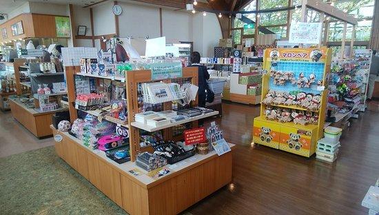 お店の中で、お菓子類などのお土産が購入できます