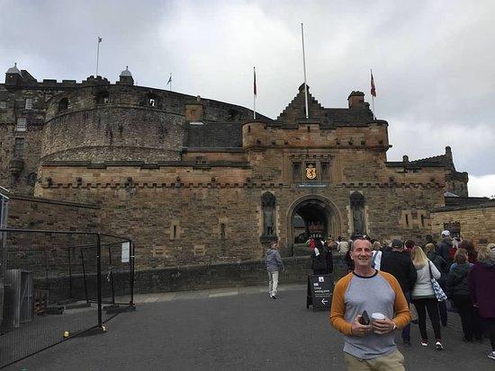 Edinburgh Castle Entrance Ticket: Outside Castle Gate